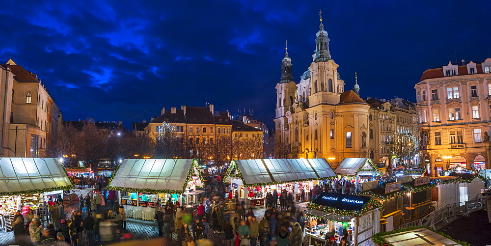 Church of St. Nicholas and Christmas Markets, Staromestske namesti (Old Town Square), Stare Mesto (Old Town), UNESCO World Heritage Site, Prague, Czech Republic, Europe - 828-1184