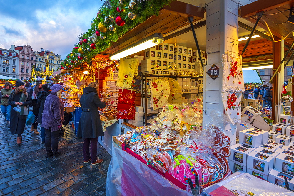 Christmas Market, Staromestske namesti (Old Town Square), Stare Mesto (Old Town), Prague, Czech Republic, Europe - 828-1186
