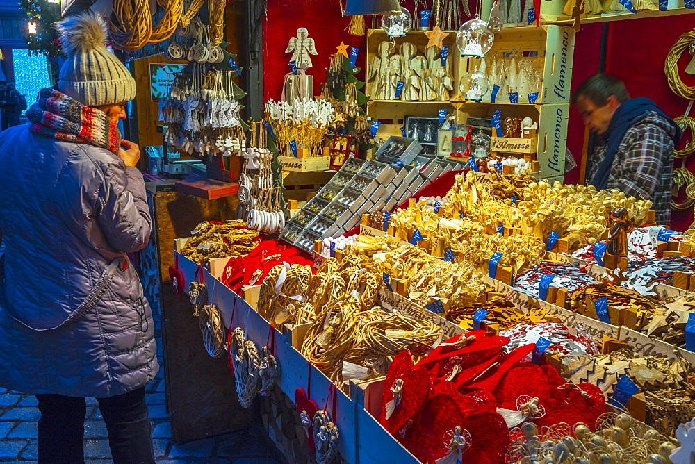Christmas Market, Staromestske namesti (Old Town Square), Stare Mesto (Old Town), Prague, Czech Republic, Europe