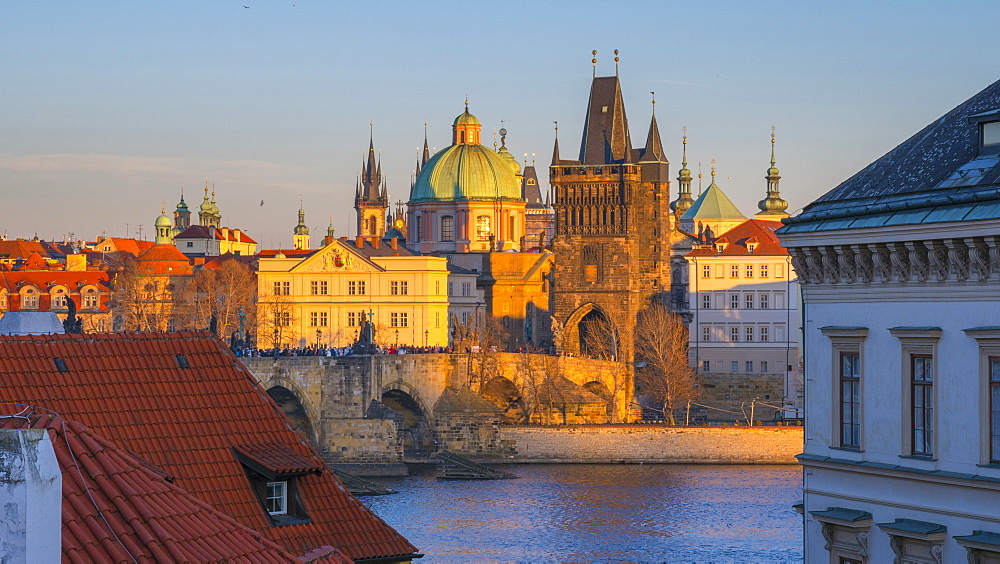 Charles Bridge (Karluv Most) over River Vltava, UNESCO World Heritage Site, Prague, Czech Republic, Europe - 828-1194
