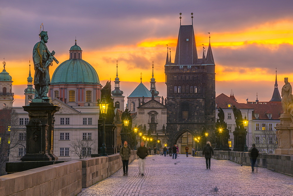 Charles Bridge (Karluv Most) over River Vltava, UNESCO World Heritage Site, Prague, Czech Republic, Europe - 828-1196