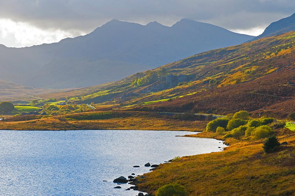 Dyffryn Mymbyr (Vale of Mymbyr), Llynnau Mymbyr (Mymbyr Lakes), Snowdon beyond, Snowdonia National Park, Conwy-Gwynedd, Wales, United Kingdom, Europe