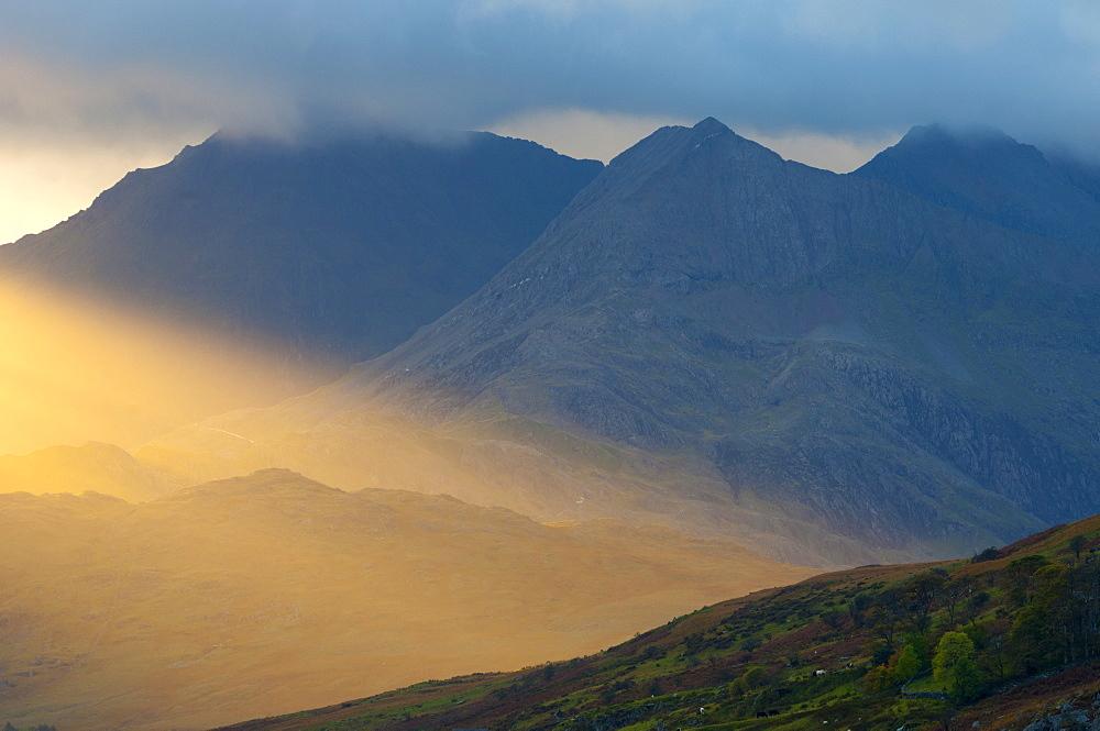 Dyffryn Mymbyr (Vale of Mymbyr), Snowdon beyond, Snowdonia National Park, Conwy-Gwynedd, Wales, United Kingdom, Europe