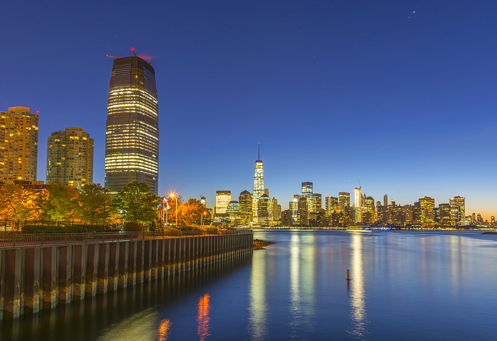 Paulus Hook with New York skyline of Manhattan, Lower Manhattan and World Trade Center, Freedom Tower beyond, Jersey City, New Jersey, United States of America, North America