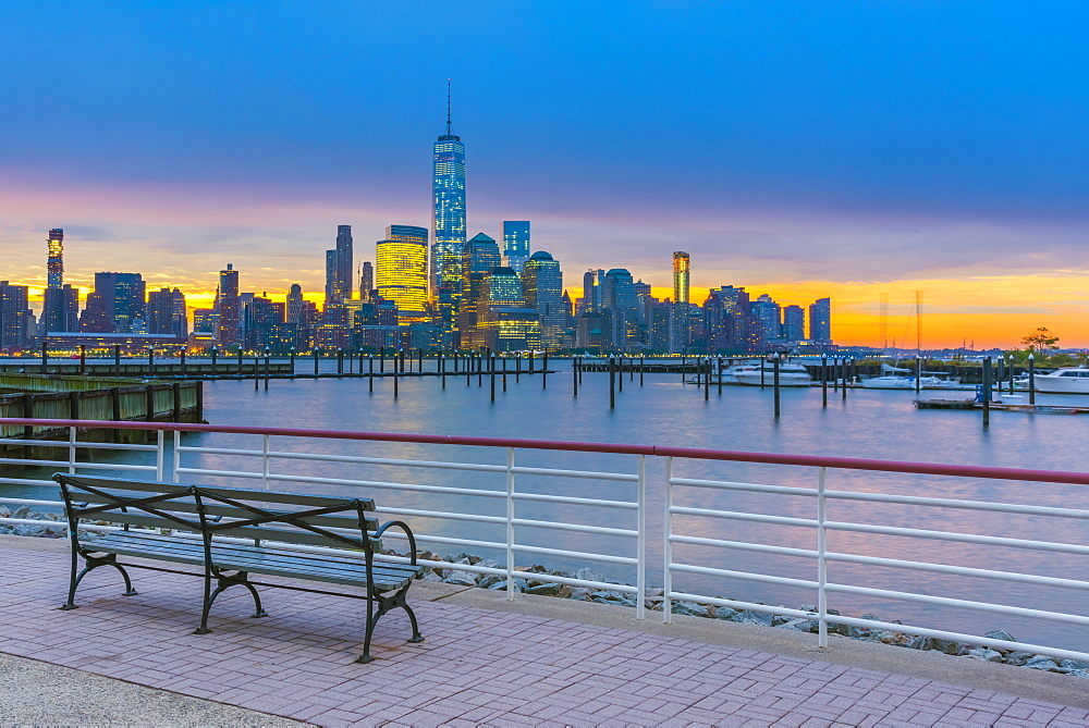 New York skyline of Manhattan, Lower Manhattan and World Trade Center, Freedom Tower across Hudson River from Harismus Cover, Newport, New Jersey, United States of America, North America