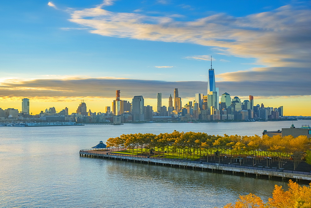 Manhattan, Lower Manhattan and World Trade Center, Freedom Tower in New York across Hudson River overlooking Pier A Park, Hoboken, New Jersey, United States of America, North America