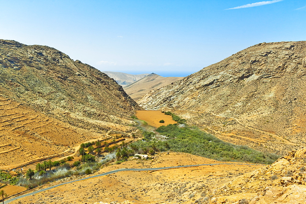 Penitas Ravine with dam and lake, popular hike in the eastern highlands, Vega de Rio Palmas, Fuerteventura, Canary Islands, Spain, Atlantic, Europe