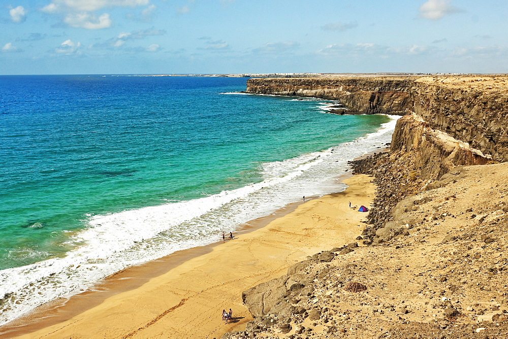 Volcanic rock headland and sandy beach south of this village on the north west coast, El Cotillo, Fuerteventura, Canary Islands, Spain, Atlantic, Europe
