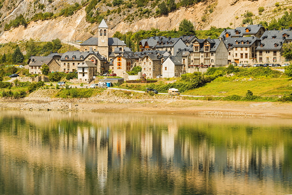 Lanuza village, abandoned after a dam created Lake Lanuza, now rebuilt, Sallent de Gallego, Pyrenees, Huesca Province, Spain, Europe