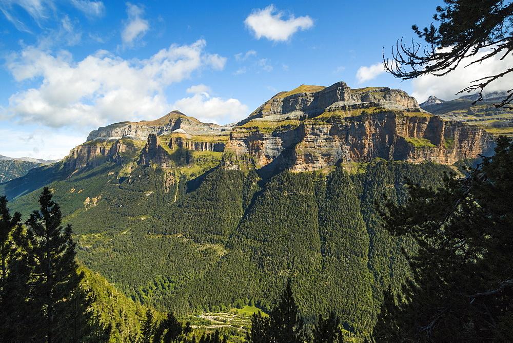 Mondarruego, Punta Gallinero & Monte Perdido peaks over the Ordesa Valley Nth rim. Ordesa National Park; Pyrenees; Aragon; Spain - 83-13016