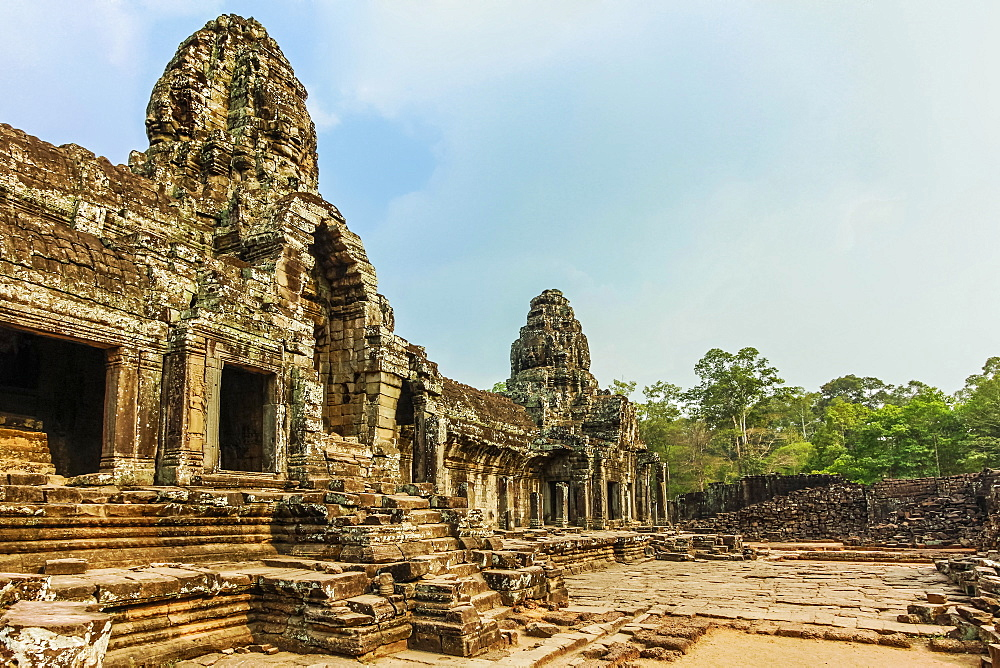 West inner gallery towers and four of the 216 carved faces at Bayon temple in Angkor Thom walled city, Angkor, UNESCO World Heritage Site, Siem Reap, Cambodia, Indochina, Southeast Asia, Asia - 83-13098