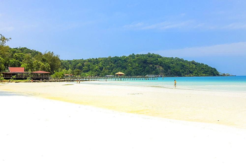 Beautiful white sand beach on this popular holiday island, Koh Rong Sanloem Island, Sihanoukville, Cambodia, Indochina, Southeast Asia, Asia