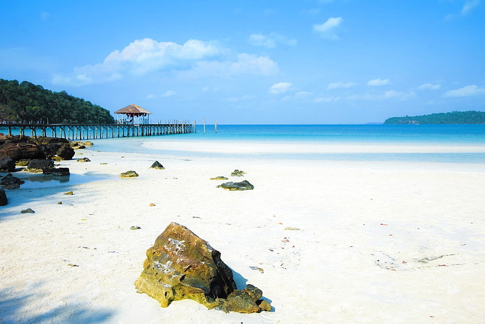 Beautiful white sand beach on this popular holiday island, Koh Rong Sanloem Island, Sihanoukville, Cambodia