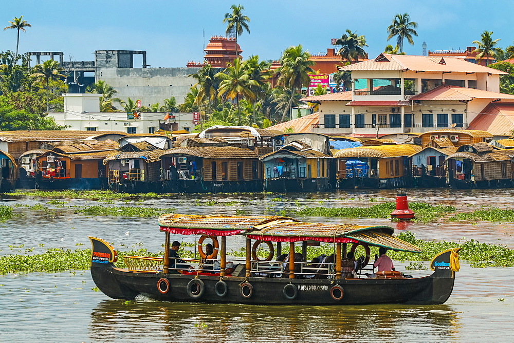 Tour boat & houseboats for the popular backwater cruises, a major tourist attraction here; Alappuzha (Alleppey), Kerala, India