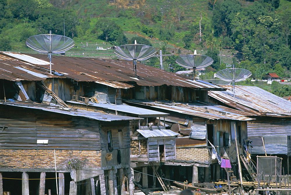 Stilt houses with satellite dishes, Haranggaol, north shore of Lake Toba, North Sumatra, Sumatra, Indonesia, Southeast Asia, Asia