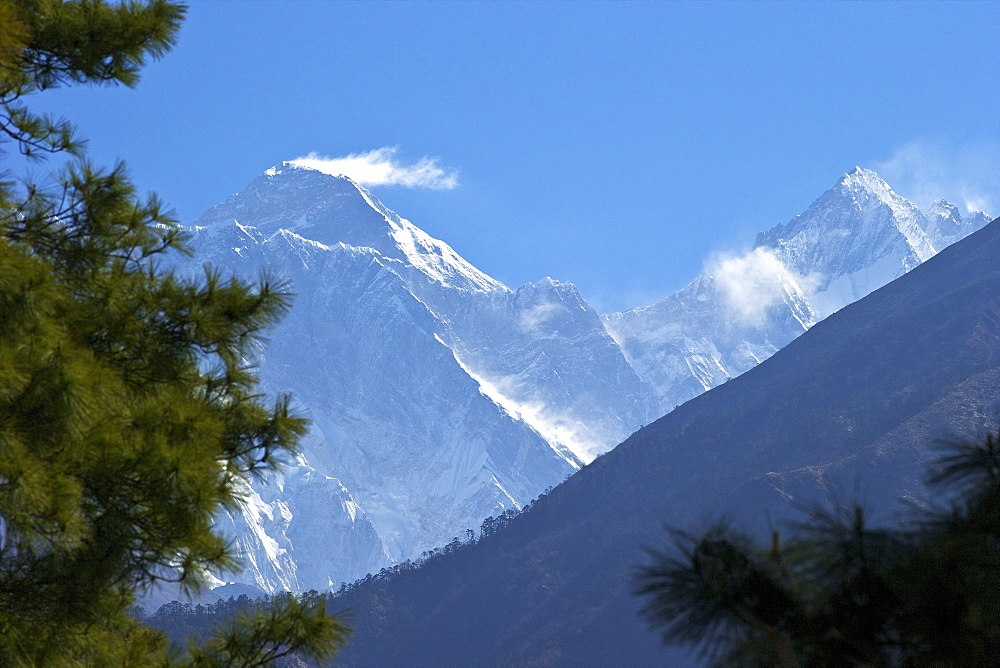 View to Mount Everest and Lhotse from the trail near Namche Bazaar, Nepal, Himalayas, Asia