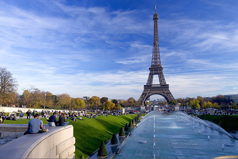 Eiffel Tower and Trocadero Fountains in autumn, Paris, France, Europe - 831-1516