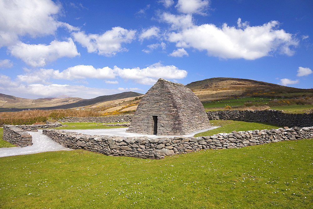 Gallarus Oratory, Dingle Peninsula, County Kerry, Munster, Republic of Ireland, Europe