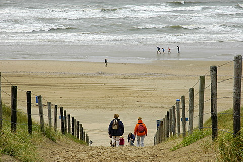 Family with children is walking through the dunes to the beach, Katwijk aan Zee, South Holland, Holland, The Netherlands