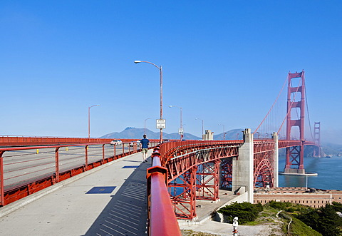 Golden Gate Bridge photographed from the city, San Francisco, California, USA, America