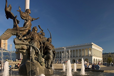 Ukraine Kiev Place of Independence memorial of the founder of the city of Kiev sovereigns Kyj, Scek, Chryv and their sister Lybid´ memorial in bronze shining water fountain blue sky historical memorial column of Independence and building of music academi