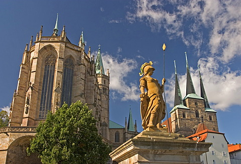 BRD Germany Thüringen Free State Thüringen Erfurt City of University Capital since 1990 Landmark of the 1250 Years old City is the Cathedral Hill with two Churches Arrangement Cathedral built 1154 to 1465 Severi Church built 1280 to 1335 at the Cathedra