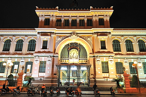 Exterior view of the main post office, Ho Chi Minh City, Saigon, Vietnam, Southeast Asia