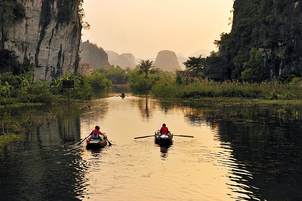 Tam Coc region near Ninh Binh, dry Halong Bay, Vietnam, Southeast Asia, Asia