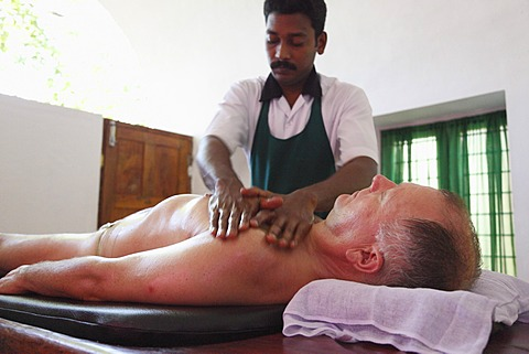 Abhyanga oil massage, Ayurvedic treatment, Bethsaida Hermitage near Kovalam, Kerala, southern India, India, Asia