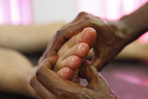 Abhyanga oil massage on the feet, Ayurvedic treatment, Bethsaida Hermitage near Kovalam, Kerala, southern India, India, Asia