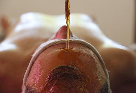 Shirodhara, oil being poured on the forehead, Ayurvedic treatment, Bethsaida Hermitage near Kovalam, Kerala, southern India, India, Asia