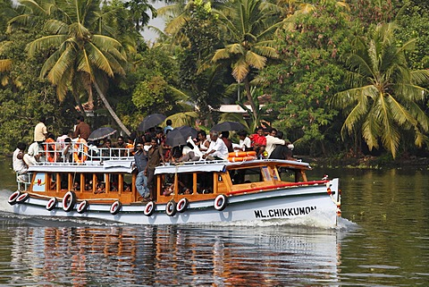 Fully occupied passenger ferry, Backwaters near Alleppey, Alappuzha, Kerala, India, South Asia, Asia