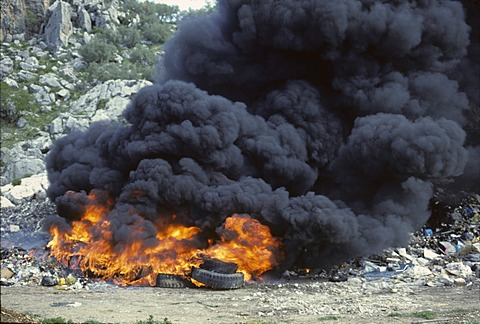 Fire in waste dump with car tires - smoke emission Spain - 832-376581