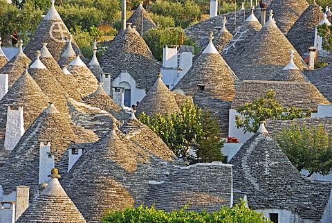 Trulli, round houses of Alberobello, UNESCO World Heritage Site, Valle d\'Itrea, Bari Province, Apulia, Southern Italy