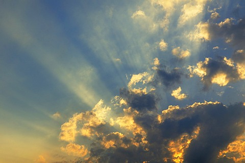 Evening sky, sun rays breaking through clouds