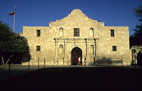 The Alamo, spanish mission church in San Antonio - 832-377255
