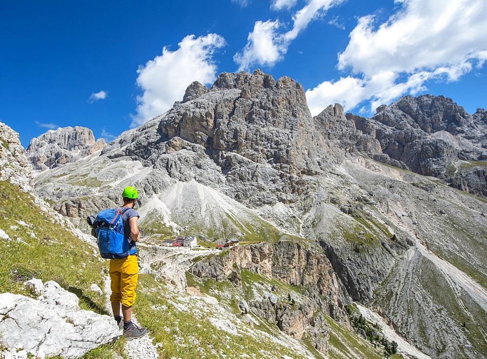 Hiker at the Rosengarten group walk around, in the back Rifugio Vajolet and Rifugio Preuss, Dolomites, South Tyrol, Trentino-Alto Adige, Italy, Europe