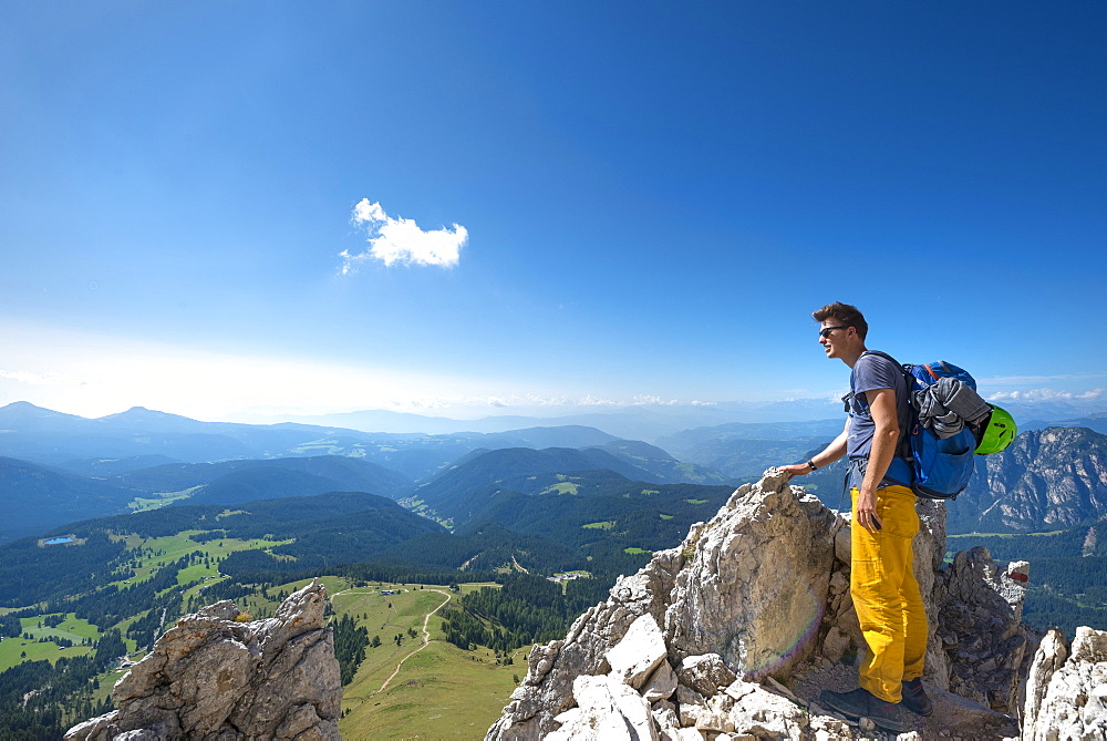 Hiker at the Pas de le Coronele near the Rosengarten group, circumambulation, Dolomites, South Tyrol, Trentino-Alto Adige, Italy, Europe - 832-379132