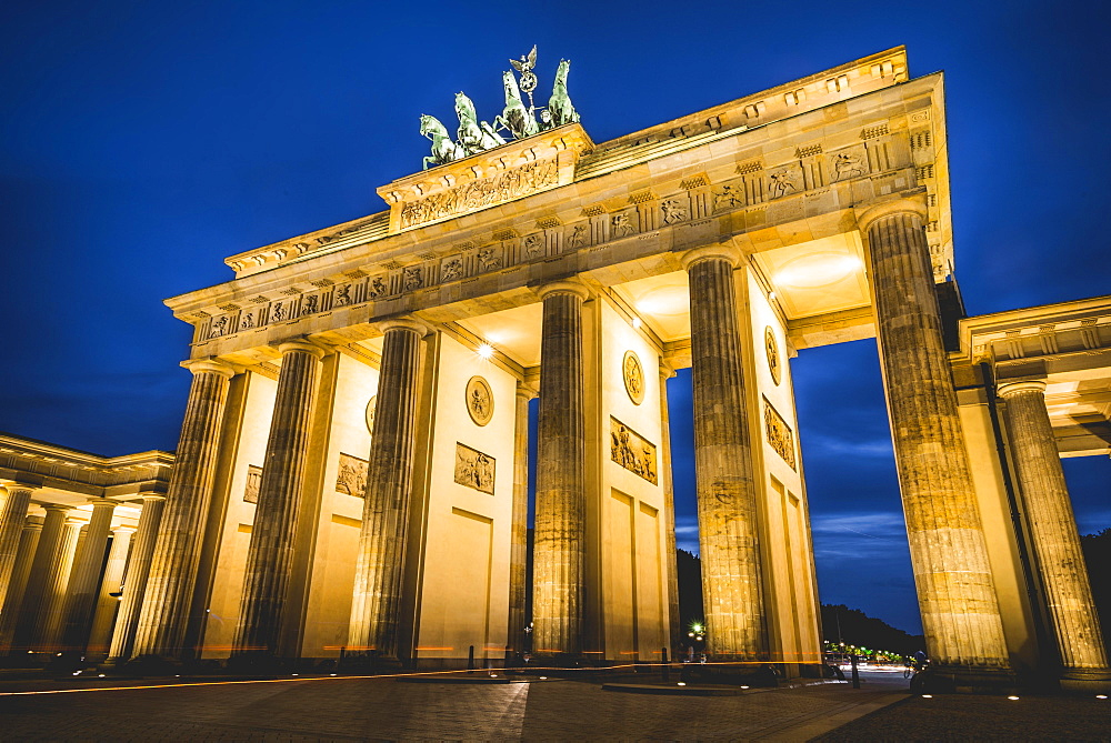 Brandenburg Gate at dusk, illuminated, Pariser Platz, Berlin-Mitte, Berlin, Berlin, Germany, Europe - 832-379306