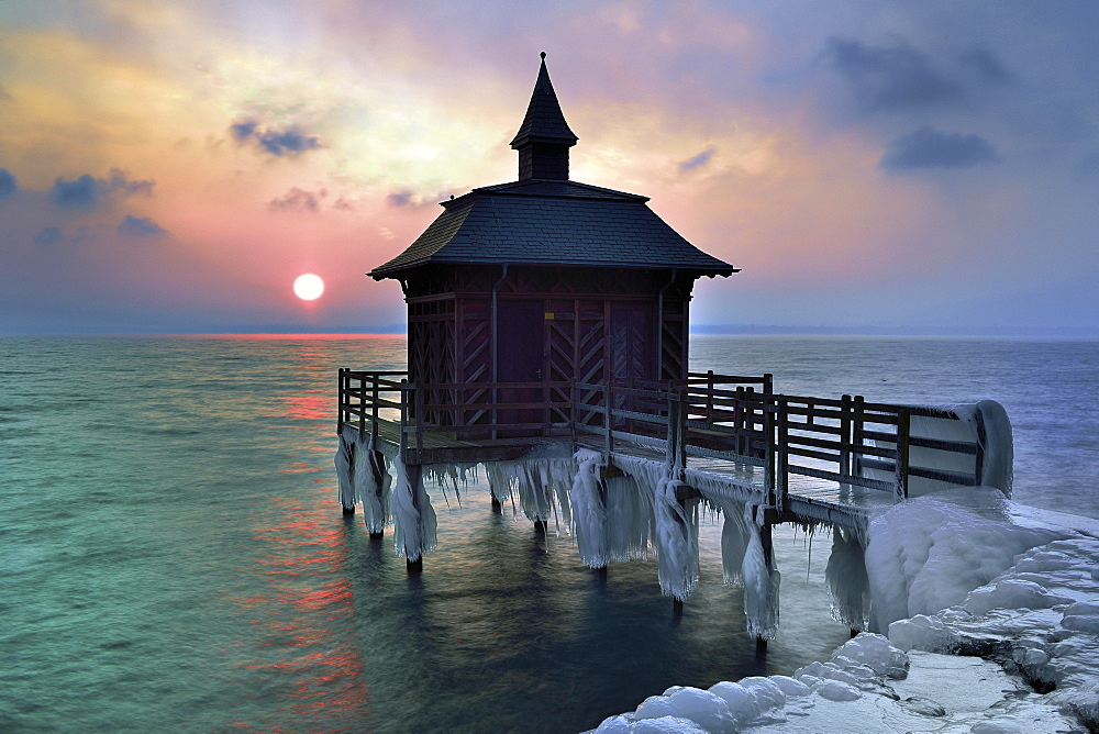Bathhouse on pier with icicle in winter at sunrise, Lake Neuchâtel, Gorgier, Canton Neuchâtel, Switzerland, Europe