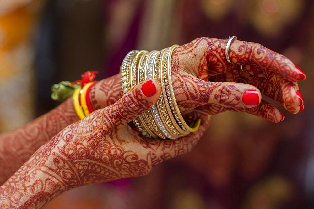 Hands of Indian bride hands painted with henna, bangles, India, Asia