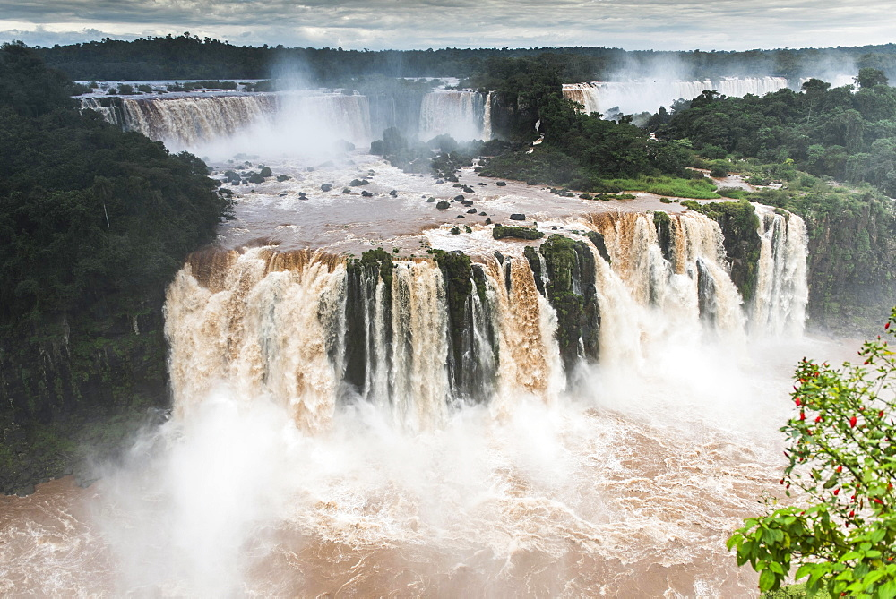 Musketeer Waterfall, Iguazú Falls, Iguazú River, border between Brazil and Argentina, Foz do Iguaçu, Paraná, Brazil, South America - 832-380391
