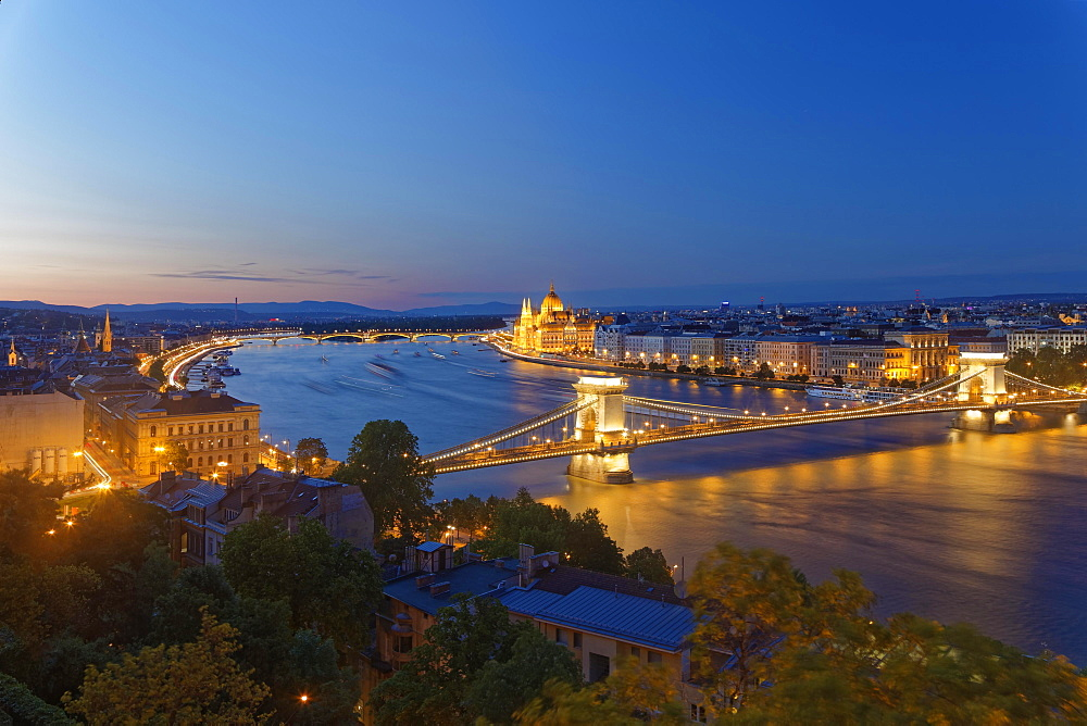 View of Chain Bridge at dusk, Danube and Parliament Building, Pest, Budapest, Hungary, Europe
