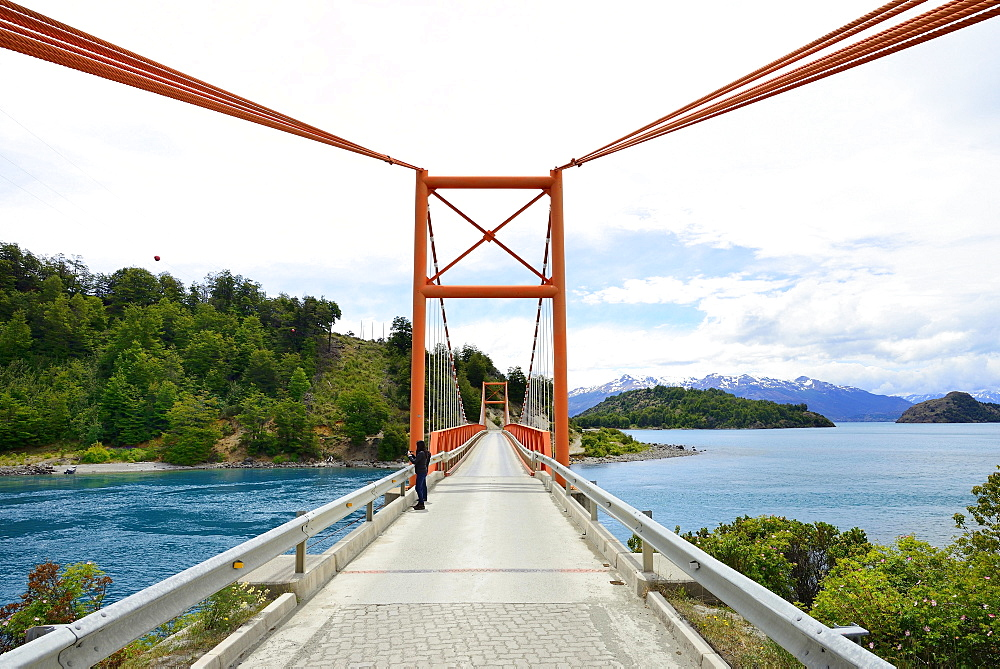 Isthmus, bridge between lakes Lago General Carrera and Lago Bertrand, near El Maitén, Región de Aysén, Chile, South America