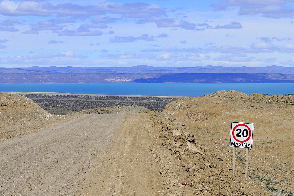 Gravel road Ruta 40 with speed limit 20 Km/h, behind Lago Cardiel and Andes, near Perito Moreno, province Santa Cruz, Patagonia, Argentina, South America