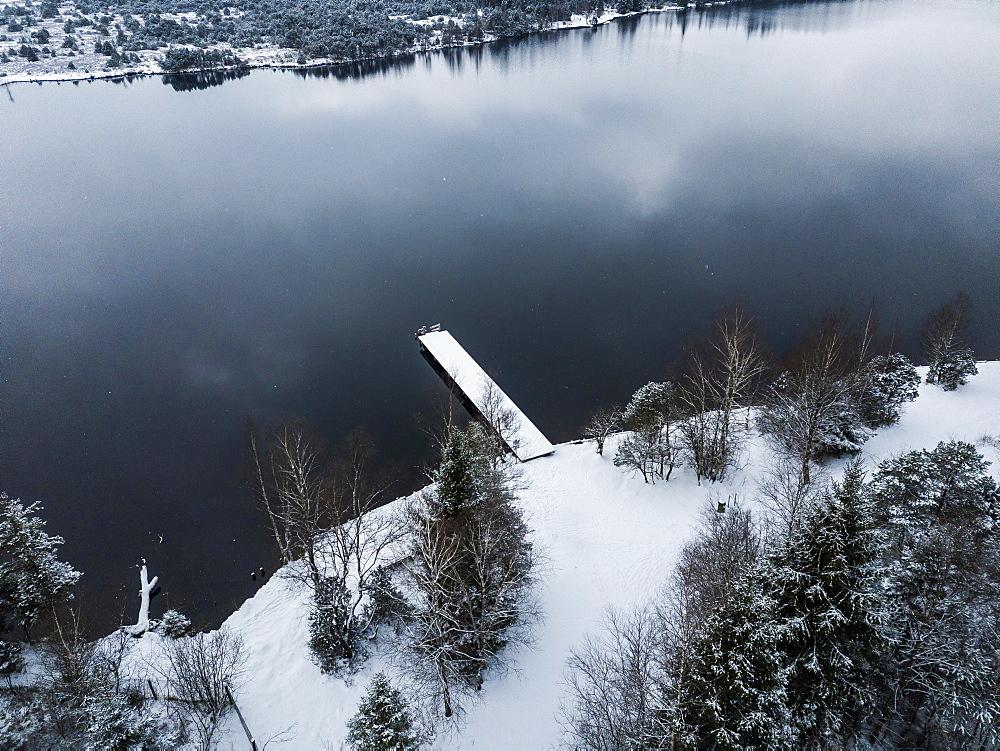 Kirchsee with footbridge in winter, aerial view, Sachsenkam, Alpine foothills, Upper Bavaria, Bavaria, Germany, Europe
