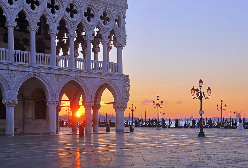 Piazzetta with Doge's Palace at sunrise, Venice, Italy, Europe