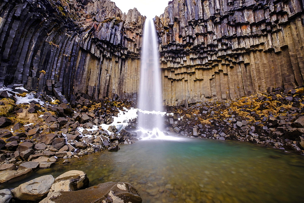 Svartifoss Waterfall, Black Falls, River Stórilækur, basalt pillars, Skaftafell National Park, Suðurland, Southern Region, Iceland, Europe