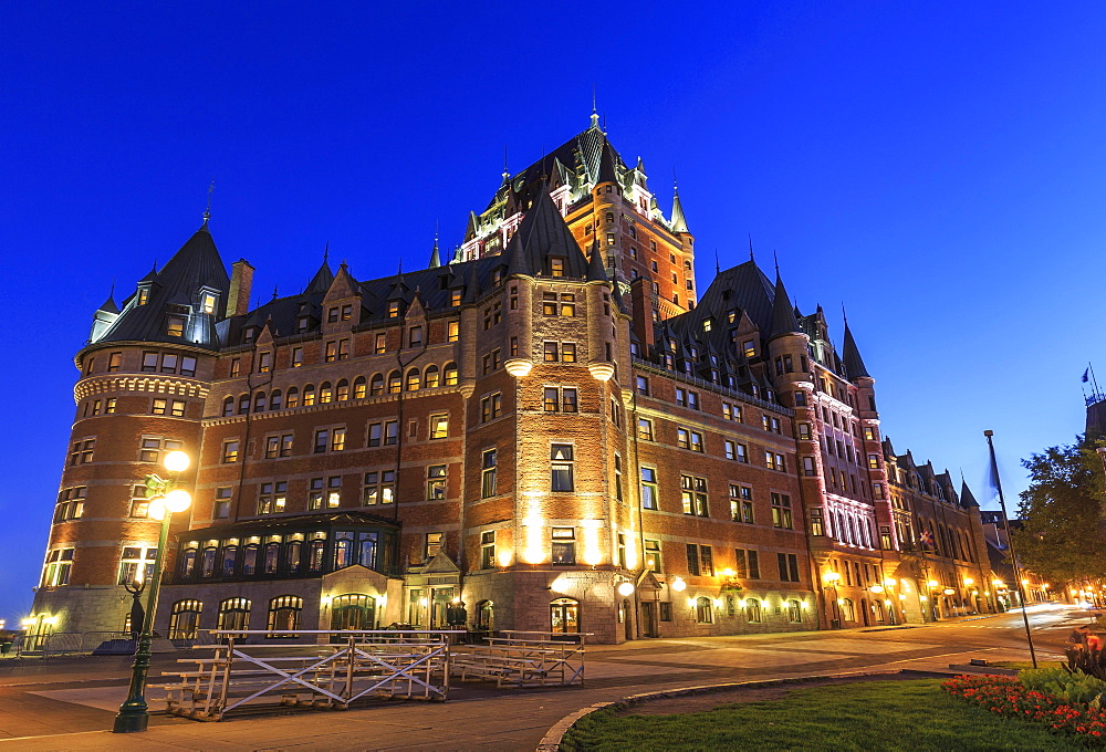 Seaside promenade Dufferin Terrace with Chateau Frontenac, dusk, Quebec, Quebec Province, Canada, North America