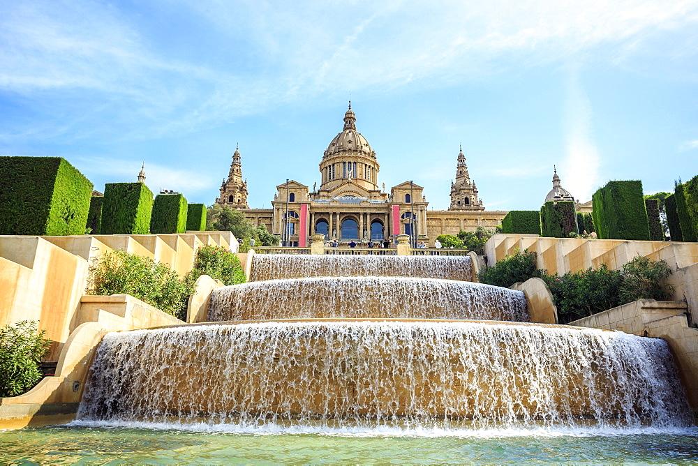 Museum, Museu Nacional d'Art de Catalunya with cascades, Barcelona, Catalonia, Spain, Europe